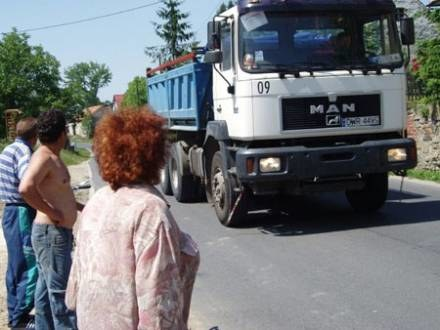 W ciągu dnia przejeżdża tu kilkaset tirów/fot. WFP /wroclaw24.net