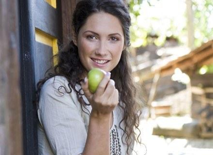 W codziennej diecie powinniśmy obowiązkowo umieszczając dużo surowych warzyw i owoców