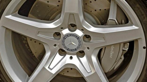 W codziennej eksploatacji nie da się praktycznie odczuć różnicy po założeniu nawiercanych tarcz. /Mercedes