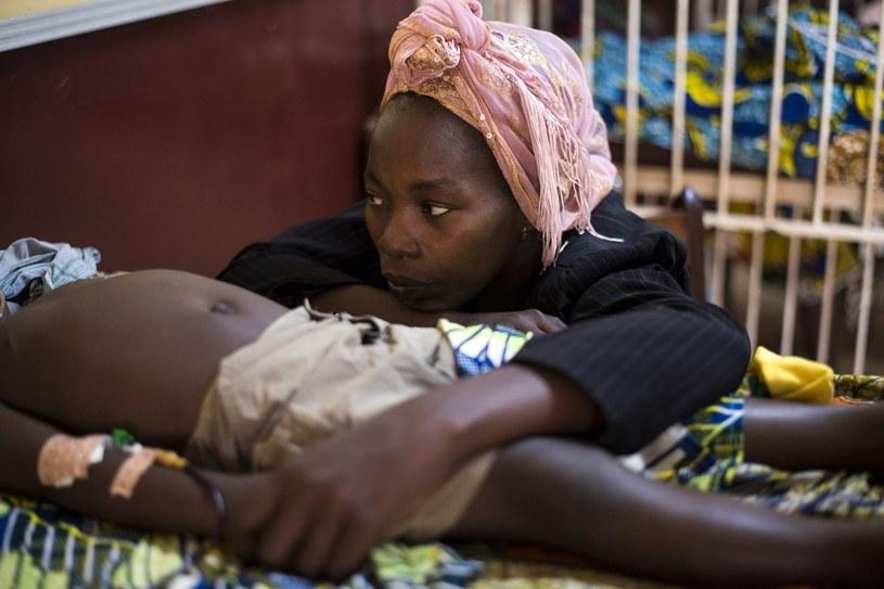 W Czarnej Afryce na malarię zapadają głównie dzieci poniżej 5. roku życia. /AFP
