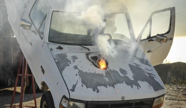 W czasie testów system laserowego ATHENA o mocy 30 kW udało się uszkodzić silnik pojazdu, co doprowadziło do jego unieruchomienia. Fot. Lockheed Martin /materiały prasowe