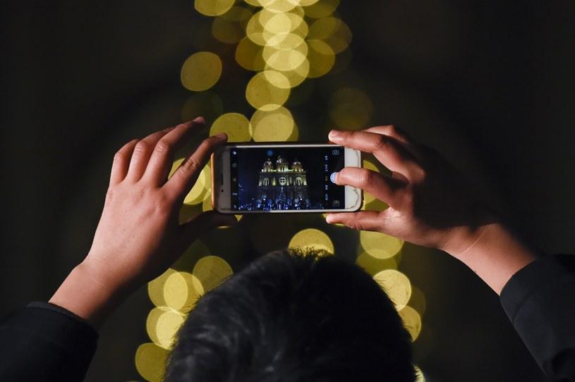 W czasie wigilijnego wieczoru zdecydowanie częściej używamy aplikacji przeznaczonych do obróbki zdjęć /AFP