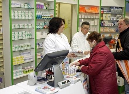 W dalszym ciągu największe zaufanie mamy do farmaceutów. /AFP