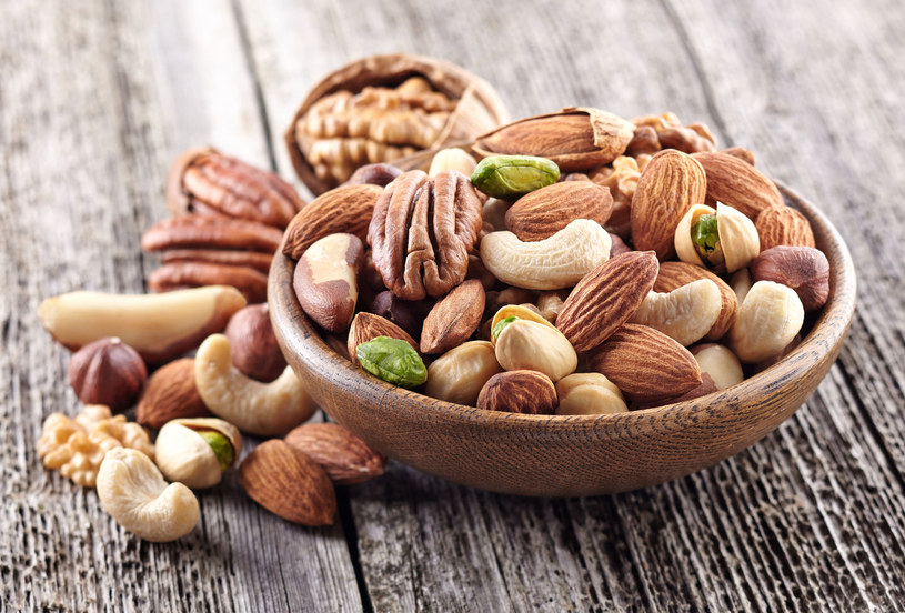 W diecie wspierającej  prawidłową pracę mózgu nie może zabraknąć nasion, orzechów i  nienasyconych kwasów tłuszczowych, które znajdziemy m.in. w tłustych  rybach /123RF/PICSEL
