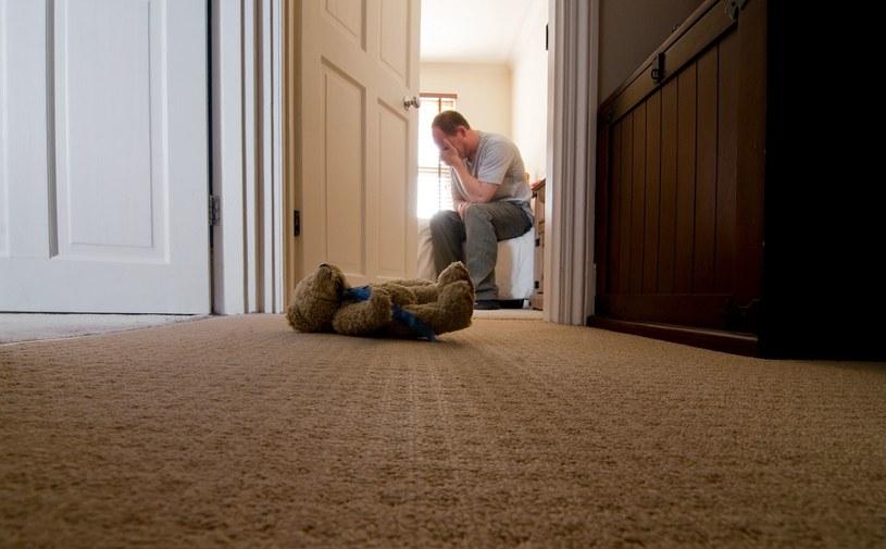 """""""W domu panował spokój, bezbrzeżna grobowa cisza"""". Zdjęcie ilustracyjne /123RF/PICSEL"""