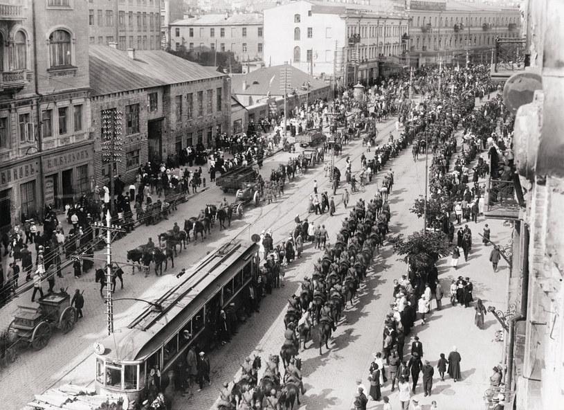 W dużych miastach o uciechy było łatwiej. N/z: Wojsko Polskie wkracza do Kijowa /Wikimedia Commons – repozytorium wolnych zasobów /INTERIA.PL/materiały prasowe