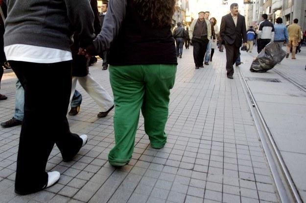 W Europie też przybywa otyłych /AFP