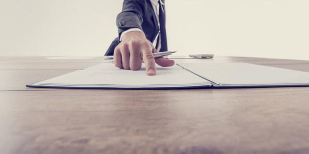 W firmach brakuje zaufania między pracownikami i pracodawcami /123RF/PICSEL