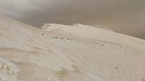 W górach nieopodal Soczi spadł pomarańczowy śnieg