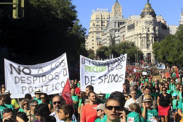 W Hiszpanii jest źle. Jeden z protestów przeciwko rządowi /PAP/EPA