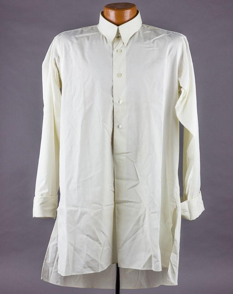 W hotelu wódz zostawił m.in. swoją koszulę /Alexander Historical Auctions  /East News