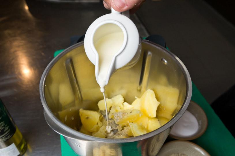 W internecie śledź pomysły na wykorzystywanie resztek i pozostałości z gotowania. Nie wyrzucaj jedzenia bez potrzeby! /123RF/PICSEL