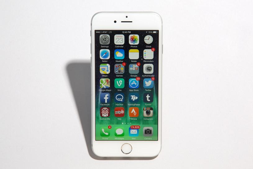 W iPhone 6 system jest lepiej zoptymalizowany z podzespołami niż w Androidzie. Dlatego potrzebuje mniej RAM-u /materiały prasowe