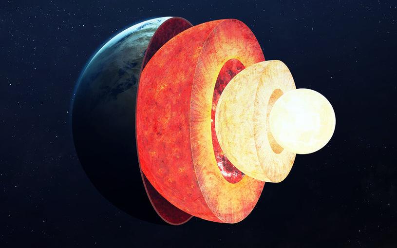 W jaki sposób powstało stałe wewnętrzne jądro Ziemi? /123RF/PICSEL