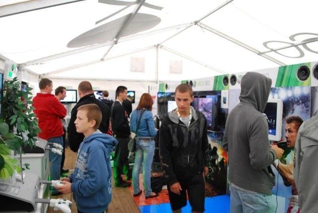 W jednym z namiotów gracze mogli sprawdzić najnowsze produkcje na konsolę Xbox 360 /CDA