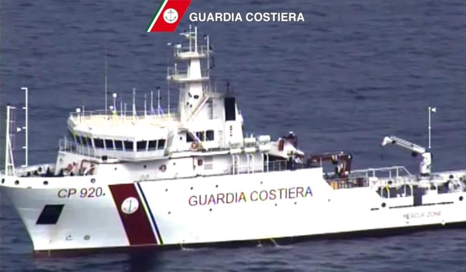 W katastrofie mogło zginąć około 750 imigrantów /ITALIAN COAST GUARD / HANDOUT /PAP/EPA