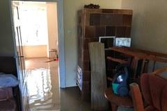 W kilkanaście minut woda zniszczyła ich mieszkanie