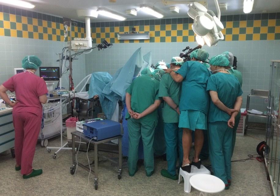 W kilku salach bloku operacyjnego szpitala przy ulicy Polnej od rana trwają równolegle zabiegi usunięcia macicy /Mateusz Chłystun /RMF FM