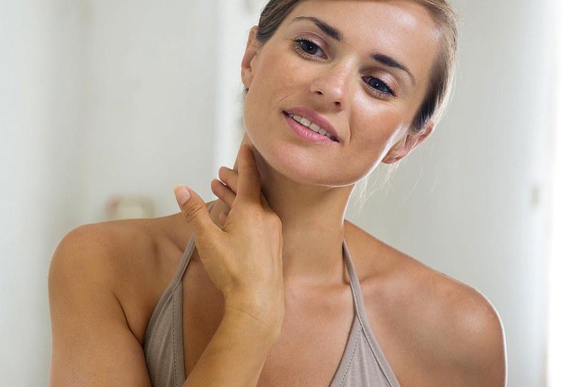 W kosmetykach do cery naczynkowej szukaj witaminy C i rutyny /123RF/PICSEL