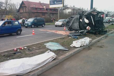 W koszmarnym wypadku BMW na ulicy Bora Komorowskiego w Krakowie śmierć poniosły dwie osoby. /INTERIA.PL