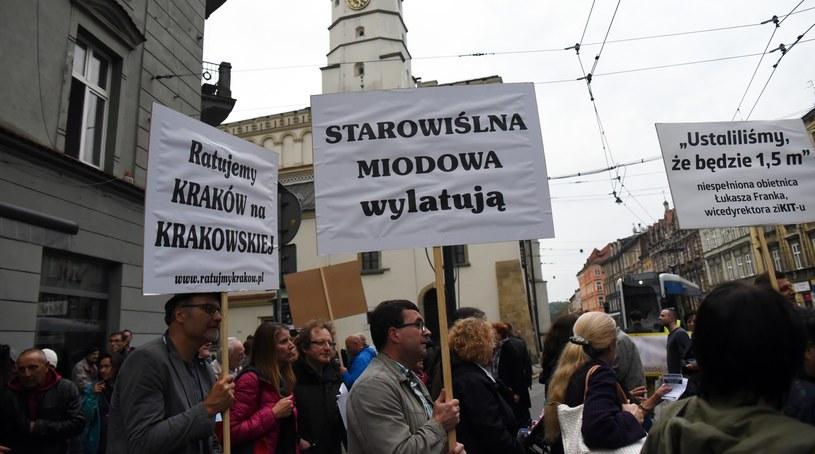 W Krakowie odbył się protest przeciw likwidacji 3 tys. miejsc parkingowych /Marek Lasyk  /Reporter