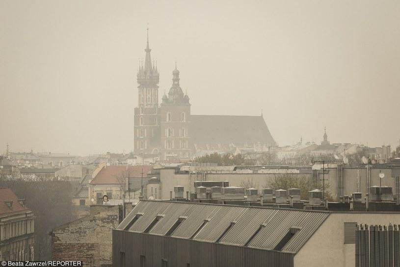 W Krakowie zanieczyszczenie powietrza często przekracza dopuszczajace normy /Fot. Beata Zawrzel /Reporter