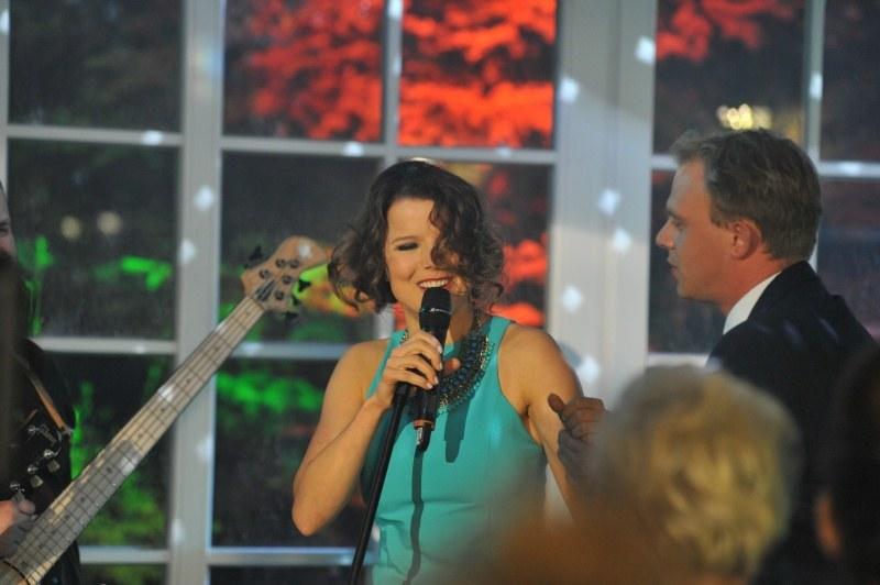 W kulminacyjnym momencie imprezy Marta dorwie się do mikrofonu i, kompletnie już pijana, zacznie śpiewać /Agencja W. Impact
