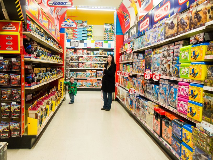 W maju rodzice i dziadkowie ruszają do sklepów z zabawkami /123RF/PICSEL