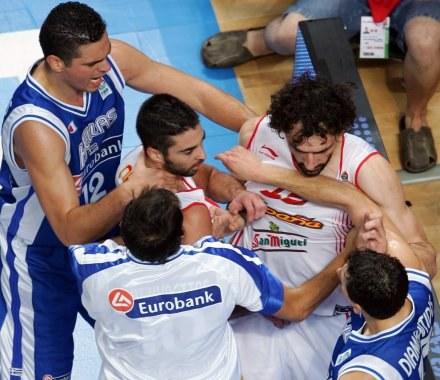 W meczu Hiszpanów z Grekami nie brakowało spięć /AFP