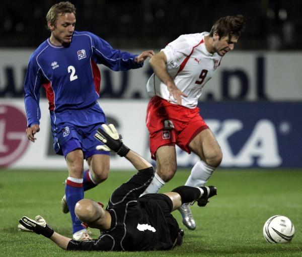 W meczu z Islandią Maciejowi Żurawskiemu odnowiła się kontuzja mięśnia dwugłowego /AFP