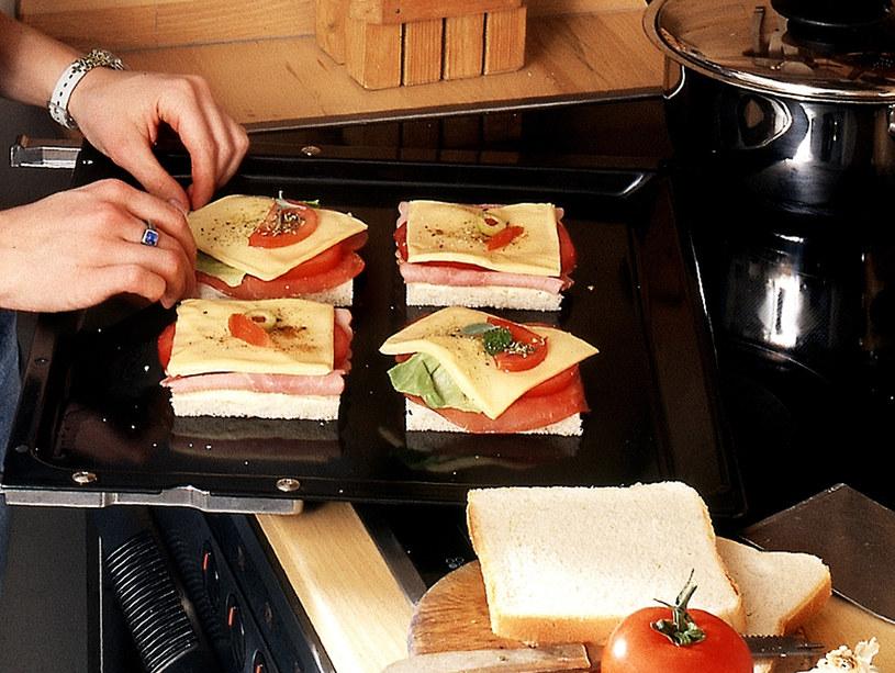 W minipierkarniku można przygotowywać m.in. pyszne tosty ...ale i zapiekanki, pizzę... /Bauer /