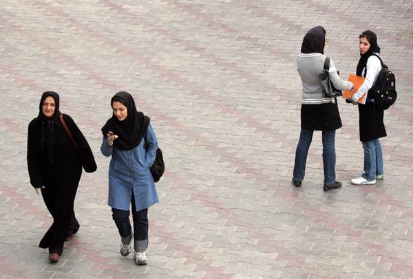 W mocno religijnym Iranie kobiety poddane są wielu ograniczeniom /AFP