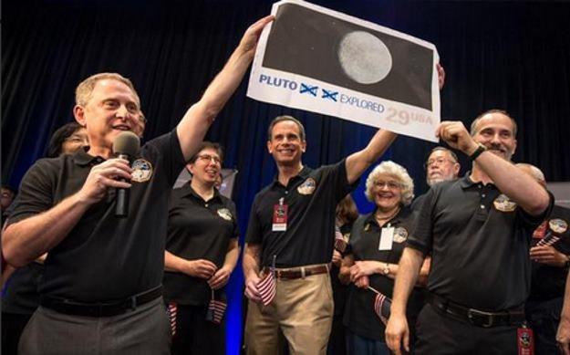 """W NASA wielkie święto - naukowcy dostali """"znaczek"""" wysłany prosto z Plutona /NASA"""