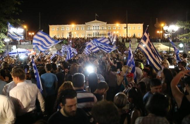 W niedzielnym referendum zwyciężyli zwolennicy odrzucenia warunków, jakie stawiali Grecji międzynarodowi wierzyciele /Kay Nietfeld  /PAP/EPA