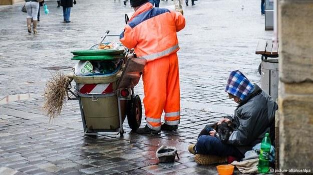 W Niemczech przybywa bezdomnych Polaków. Jedni przyjechali do pracy, inni chcą w RFN przezimować /Deutsche Welle