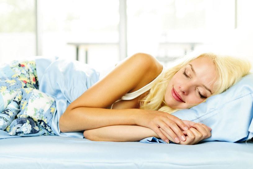 W nocy nasza skóra odpoczywa, relaksuje się i regeneruje po całym dniu /© Photogenica
