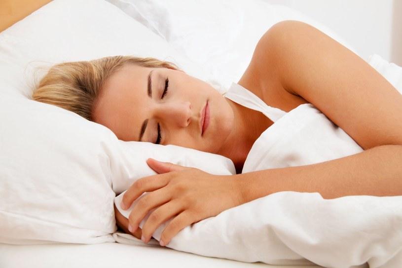 W nocy z soboty 29 na niedzielę 30 października przechodzimy na czas zimowy, czyli cofamy wskazówki zegara o godzinę i dłużej śpimy /123RF/PICSEL