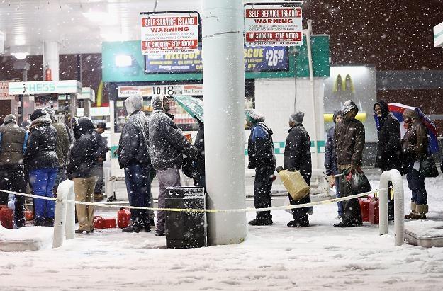 W Nowym Jorku brakuje benzyny, nie brakuje za to śniegu /AFP