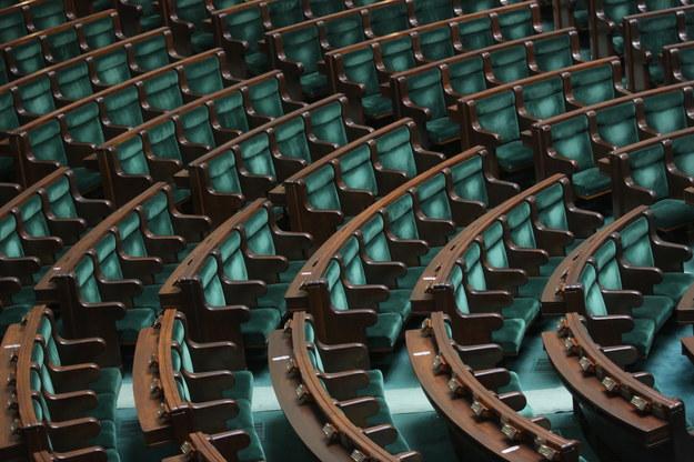 W nowym parlamencie nie zobaczymy ok. połowy posłów i senatorów minionej kadencji /PAP