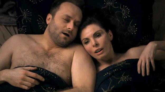 """W nowym sezonie będzie gorąco! Agata i Marek pójdą na całość i wylądują razem w łóżku!/ Kadr z 5. sezonu """"Prawa Agaty"""" /TVN"""