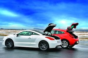 W obu samochodach dostęp do bagażników jest bardzo łatwy. /Motor