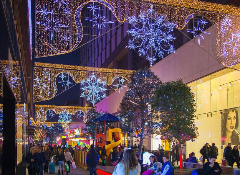 W okresie świątecznym znaczną część budżetu wydajemy również na prezenty /Picsel /©123RF/PICSEL