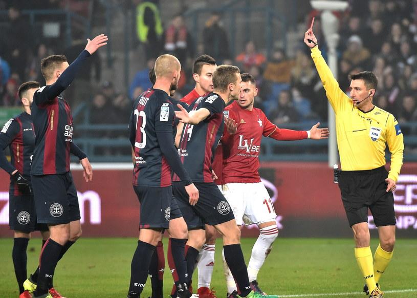 W ostatni piątek piłkarze Pogoni Szczecin przegrali z Wisłą w Krakowie /Jacek Bednarczyk /PAP
