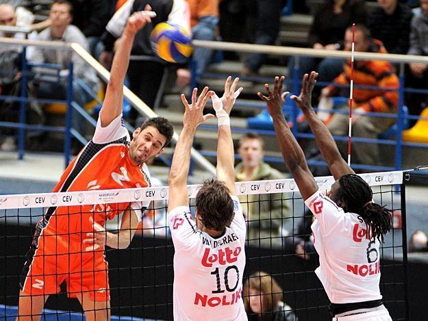 W pierwszym meczu Jastrzębski Węgiel wygrał z Noliko Maaseik 3:2 /www.cev.lu
