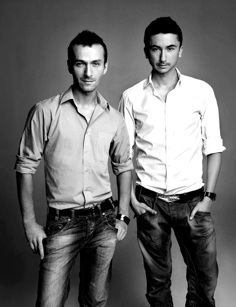 - W pojedynkę nigdy nie bylibyśmy projektantami - mówią. Od lewej: Mariusz Brzozowski  i Marcin Paprocki /Marcin Tyszka