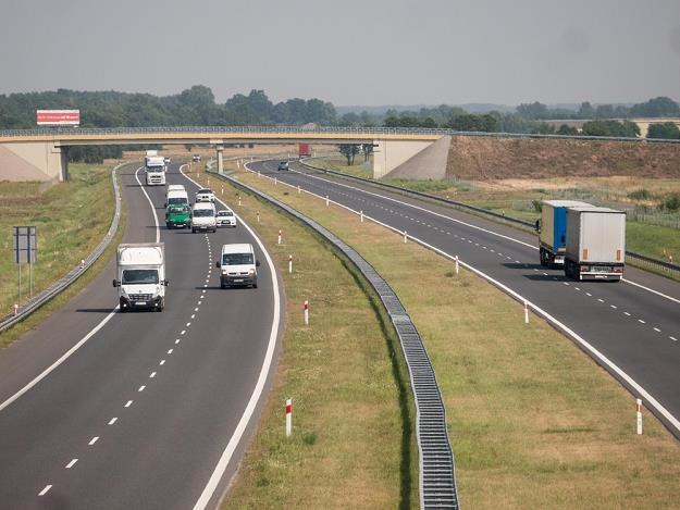 W Polsce brakuje jeszcze tysięcy km takich dróg / Fot: Mikołaj Zacharow /Reporter