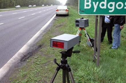 W Polsce fotoradary nadal obsługują ludzie / Kliknij /INTERIA.PL