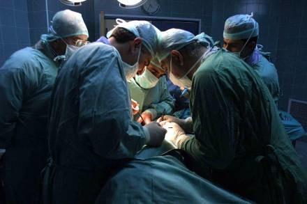 W Polsce robi się coraz mniej przeszczepów /AFP
