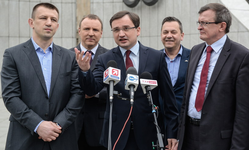 W poprzednich wyborach Zbigniew Ziobro (C) uzyskał 335 tys. 933 głosów /Jakub Kamiński   /PAP
