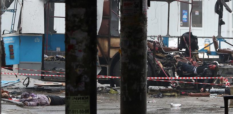W porannym wybuchu w trolejbusie zginęło kilkanaście osób /AFP